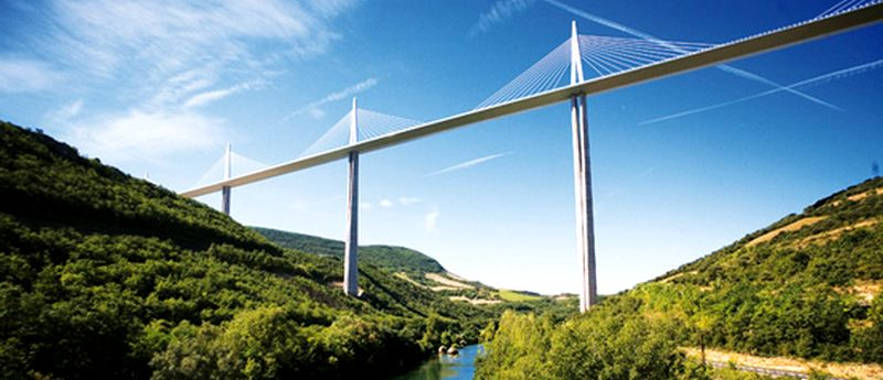 Viaduc de Millau dans l'Aveyron
