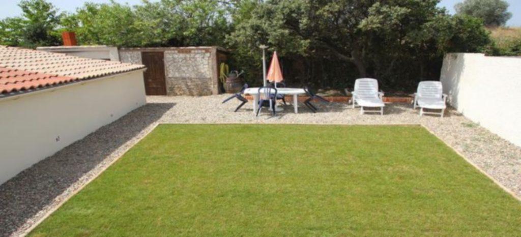 Le jardin de la location de vacances dans l'Hérault