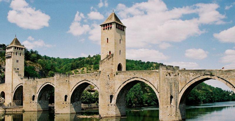 le pont Valentré à Cahors dans le Lot en Occitanie
