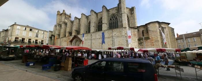 Condom, le marché, la cathédrale