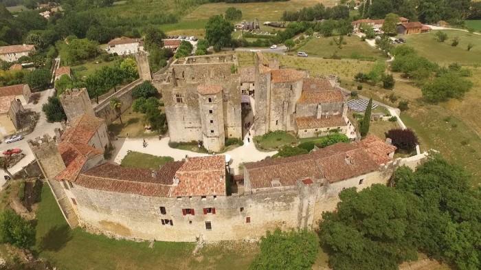 Cité médiévale de Larressingle dans le Gers