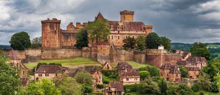 vue sur le château de Castelnau